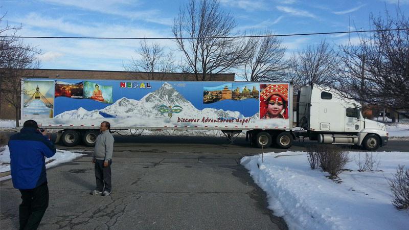 क्यानाडा र अमेरिका ट्रकमा छिचोल्दै