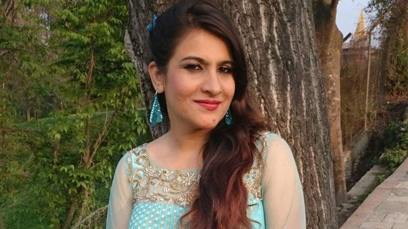 मुम्बईमा संघर्ष गरिरहेकी एउटी नेपाली गायिका