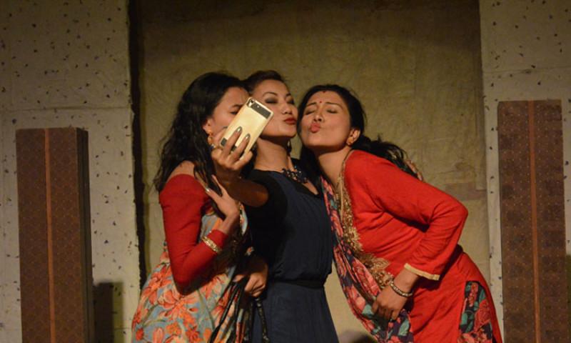 'क्वारेन्टाइन'मै बसेर हेर्नुहोस् नाटकः पहिलो दिन 'मान भर्सेस मती'